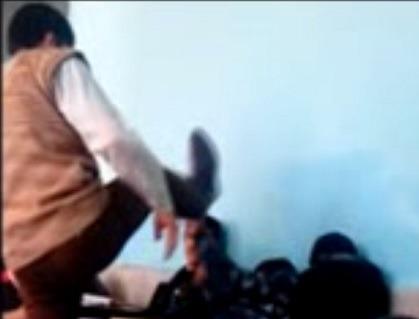 تنبیه بدنی دانش آموزان در یک مدرسه لرستان (+عکس و فیلم)