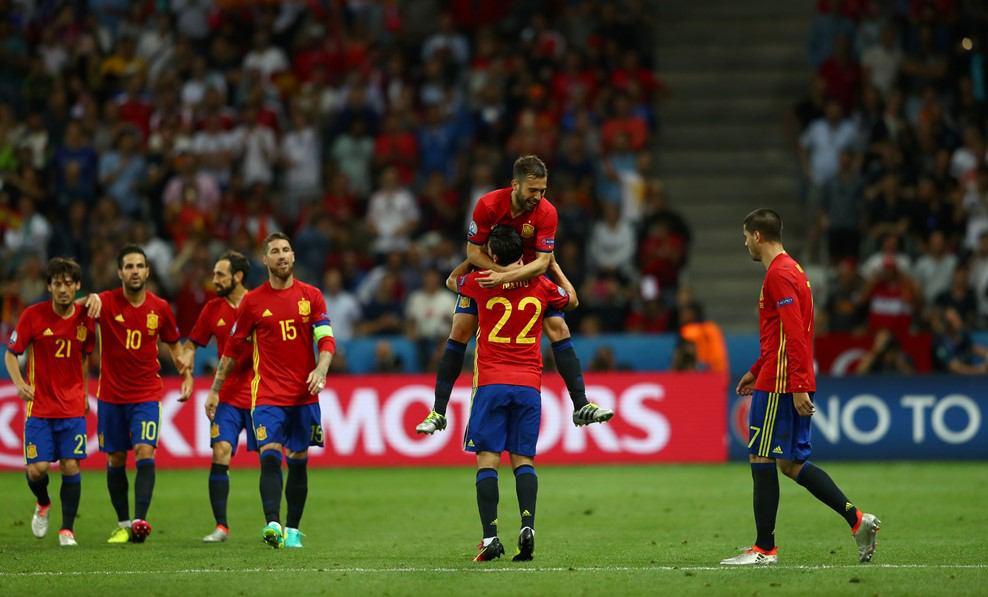 اسپانیا با اقتدار صعودش را قطعی کرد