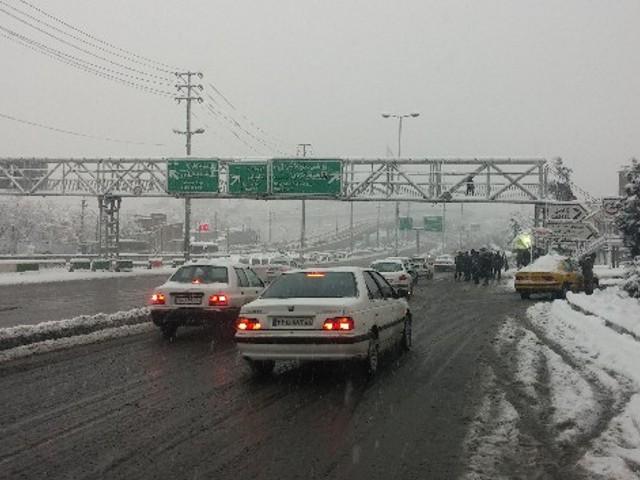 تصاویری زیبا از بارش برف زمستانی در تهران