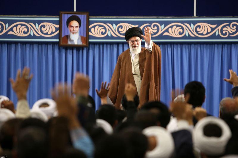 رهبر انقلاب اسلامی: مهمترین نیاز امروز دنیای اسلام، وحدت و پیشرفت علمی است