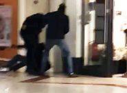 ضربوشتم وحشیانه مشتری توسط نگهبان امنیتی فروشگاهی در انگلیس! +فیلم
