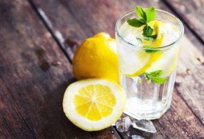 ۱۳ بیماری که با مصرف روزانه آب و لیمو درمان می شود