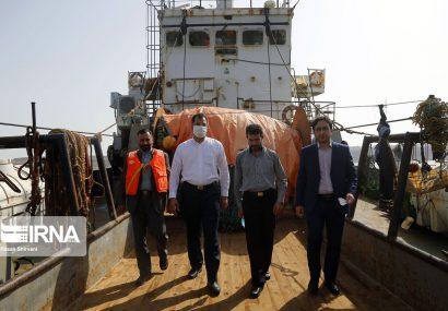 تصاویر اختصاصی از کشتیهای ترال توقیف شده در دریای عمان